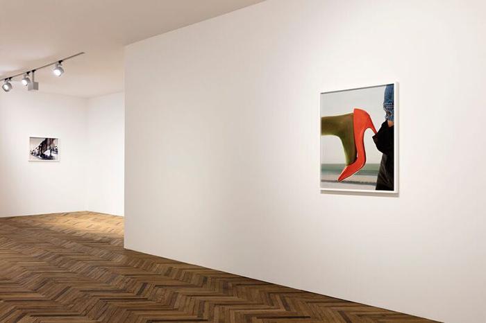 Da sinistra a destra: Torbjørn Rødland, Pump, 2008-2010; Red Pump, 2014. Ph. Andrea Rossetti. Courtesy Fondazione Prada.