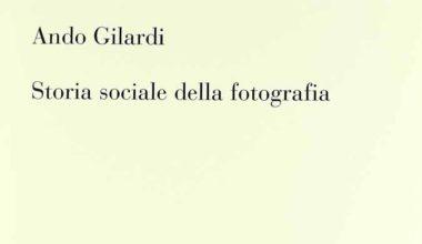 Il libro Storia sociale della fotografia di Ando Gilardi edito da Bruno Mondadori