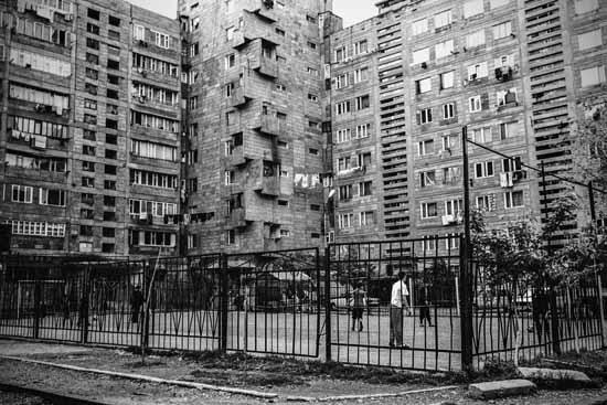 © Antonella Monzoni. Quartiere stile soviet in Erevan, la capitale dell'Armenia. Courtesy l'autrice