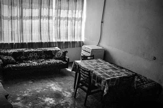 © Antonella Monzoni. Lago Sevan, interno di una casa armena. Courtesy l'autrice