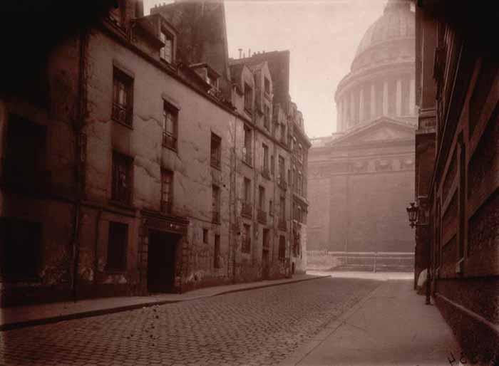 Eugène Atget. Angolo rue Valette e il Panthéon, 1925