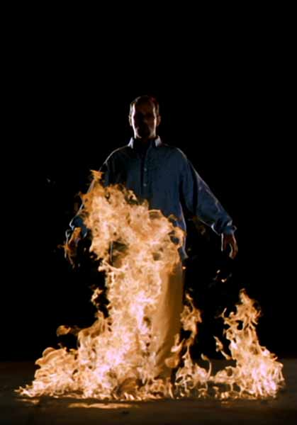© Bill Viola. The Crossing (La traversata), 1996, 10'57''. Installazione video-audio. Interprete: Phil Esposito. Courtesy Bill Viola Studio