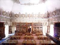 candida_hofer-biblioteca_nazionale_vittorio_emanuele_iii-salone_lettura