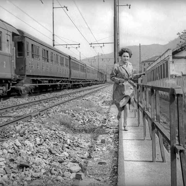 Achtung! Banditi! di Carlo Lizzani, Italia, 1951. Gina Lollobrigida (Anna). Foto di © Osvaldo Civirani, 1951. Archivio Fotografico della Cineteca Nazionale - Centro Sperimentale di Cinematografia