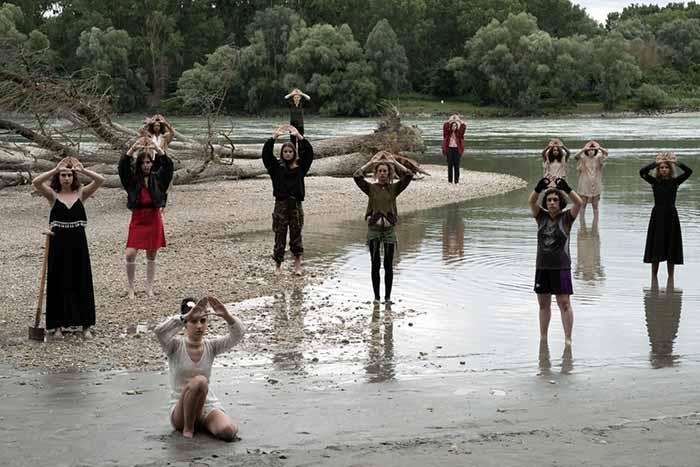"""Frame tratto dal film """"Gli appunti di Anna Azzori / Uno specchio che viaggia nel tempo"""" della regista  Costanze Ruhm"""