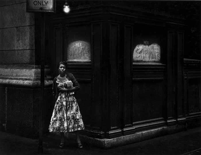 © Dave Heath. Washington Square, New York 1960. Courtesy of Howard Greenberg Gallery, New York, and Stephen Bulger Gallery, Toronto