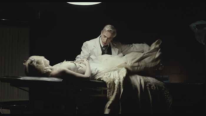 """Frame tratto dal film """"Eva no duerme"""". Regia di Pablo Agüero (Selezione Uffciale. Festa del Cinema Roma"""