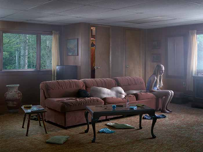 © Gregory Crewdson. The Den, 2013. Impression numérique pigmentaire / Digital pigment print. Courtesy Galerie Templon & Gagosian Gallery