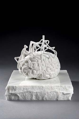 Jan Fabre. The scientist's brain measuring his own mirror neurons, 2014. Marmo bianco di Carrara. 18 x 21,2 x 15,2 cm / Base 6 x 27 x 27