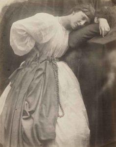 Julia Margaret Cameron in Maestri della Fotografia con Pre-Raphaelite Study, 1870