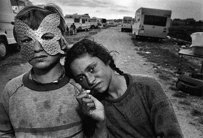 © Mary Ellen Mark. Gypsy Camp. Barcelona, Spain, 1987. © Phaidon Press