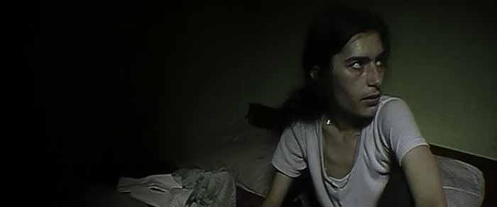 """Frame tratto dal film di Pedro Costa """"Nella stanza di Wanda"""" (2000)"""
