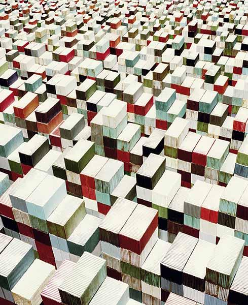"""© Sonja Braas. Container, 2015, dalla serie """"Un eccesso di prudenza"""", 2014-2017. Stampa a pigmenti"""