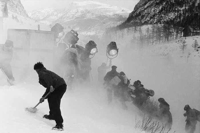 Il cammino della speranza di Pietro Germi, Italia, 1950. Sul set. Foto di Elirio Invernizzi, 1950. Coll. Museo Nazionale del Cinema