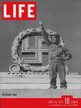 Immagine di Robert Capa pubblicata sulla copertina di LIFE nel 1945