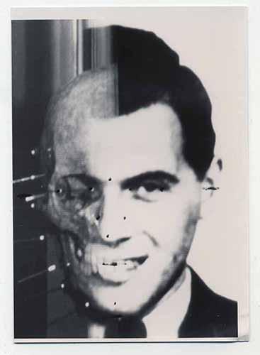 Ritratto di Josef Mengele proveniente dagli archivi SS e di Wolfgang Gerhard, (lo pseudonimo di Mengele) ritrovata nell'abitazione dei Bossert in Brasile, coppia che lo ospitò sino alla sua morte. Queste immagini riportano le annotazioni di Richard Helmer, 24 punti che delineano i profili del volto. Courtesy Maja Helmer. ©Behördengutachten i.S. von 256 StPD, Lichtbildgutachten Mengele, Josef, geb. 16.03.11 in Güzburg. Bundeskriminalamt, Wiesbaden, June, 14, 1985, courtesy Maja Helmer