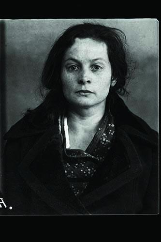 Elizaveta Alekseïevna Voïnova, Russia, nato nel 1905 nel villaggio di Zakharovo, distretto Klinski, regione di Mosca. Studi secondari, senza partito, madre di famiglia. Residente a Mosca, via Manejnaïa 5, app. 9. Arrestato il 23 settembre 1937. Condannata a morte il 29 ottobre 1937. Giustiziato il 13 novembre 1937. Riabilitata nel 1989 © Archivi Centrali FSB e Archivi Nazionali della Federazione Russa GARF, Mosca, copie pubblicate dagli archivi dell'Associazione Internazionale Memorial, Mosca.