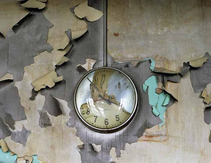 © Yves Marchand e Romain Meffre. Melted Clock, Cass Technical School, 2008